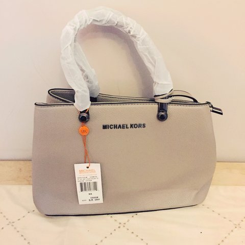 a6a92f9e596 Selling for my brother - MIchael Kors bag - a really nice on - Depop