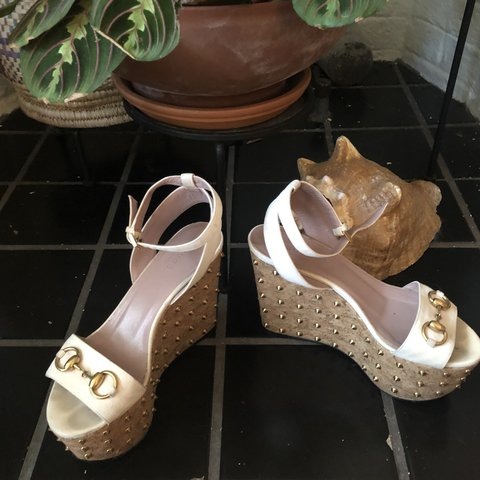 5ce9771908a AUTHENTIC GUCCI CORK and SUEDE WEDGES WITH CLASSIC HORSE and - Depop