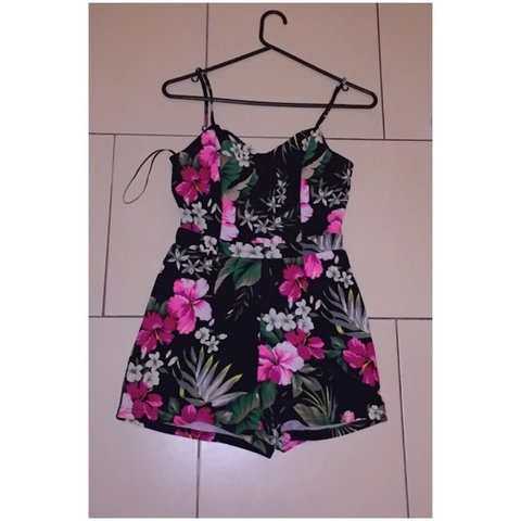 380a42f5ef Selling this gorgeous floral playsuit from new look Size 6 8 - Depop