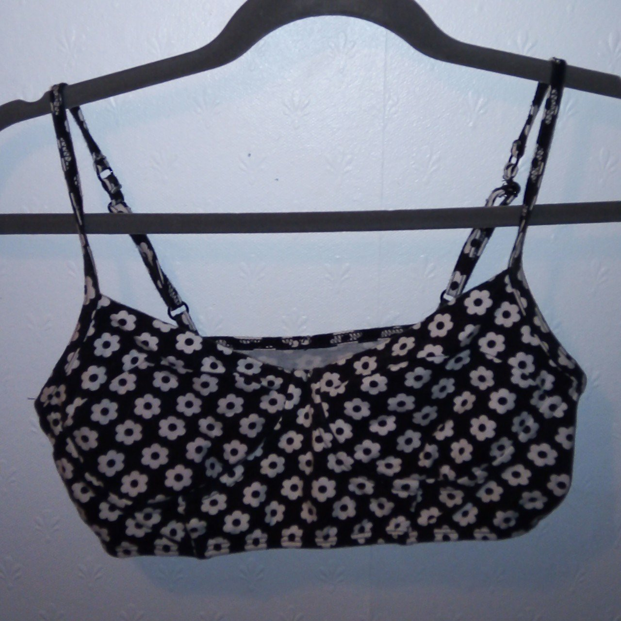 c38034fd4502a8 Forever 21 black white floral bralette top size small - Depop