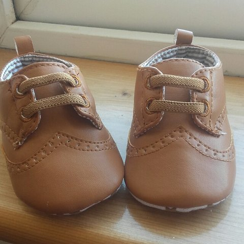 fd5e1c0f82a0 Brown baby girl shoes size 3-6 months worn once  babygirl - Depop