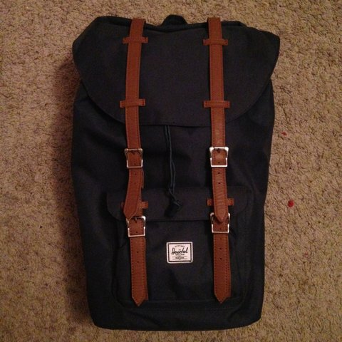 34295800506 Selling my girlfriends navy blue Herschel