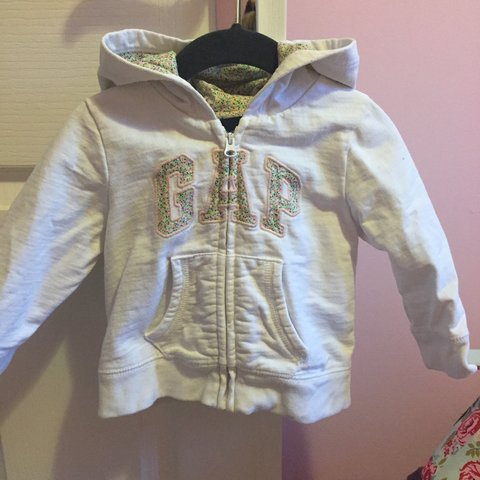 8c11d5d604020 Baby girl white gap jacket 12-18 month worn but in good £8 - Depop