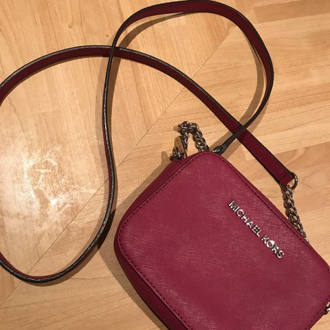 95420d7f38e4 @liyahallan. last year. Bristol, United Kingdom. Genuine Michael Kors small  crossbody bag. Has been used but is in perfect condition.