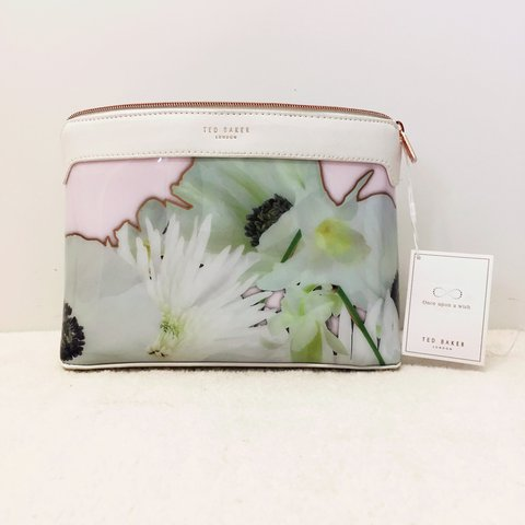 b8c99830d1 @gigis_x. yesterday. London, United Kingdom. Ted Baker London Floral Wash Bag  Size Large