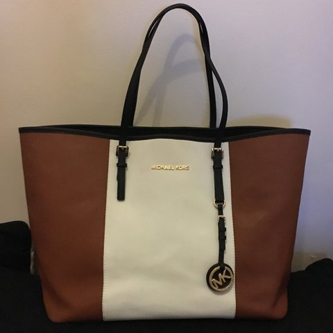 4a1fe891010199 REDUCED - Michael kors jet set travel saffiano leather tote - Depop