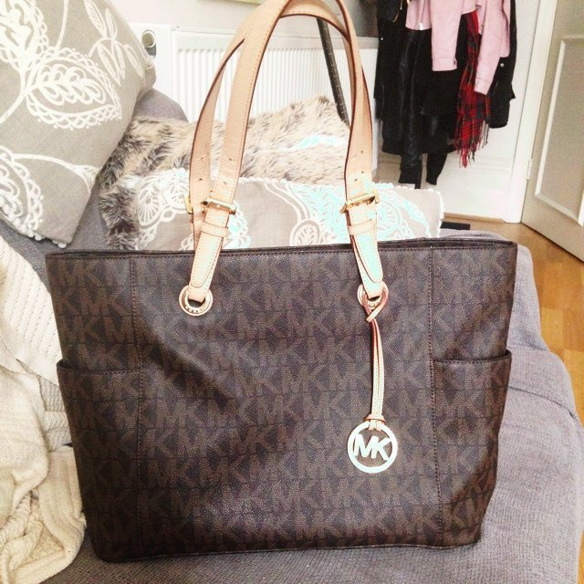 10df16417f4d9a @haylz_2802. 5 years ago. London, UK. Genuine Michael Kors Jet Set Tote  MacBook 15inch Large Bag | RRP £280 | Only used a couple of times | Great  ...