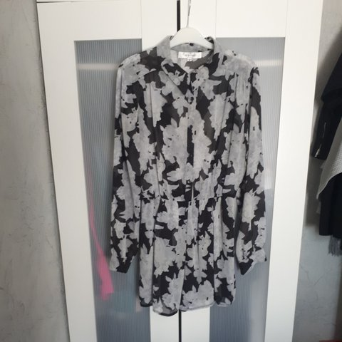 65998ea1e86 Oh My Love (From Topshop) floral playsuit Brand new never M - Depop