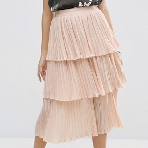 bbee6d444 @_abbbbie. 6 months ago. Liverpool, United Kingdom. ASOS pink tiered pleated  midi skirt.