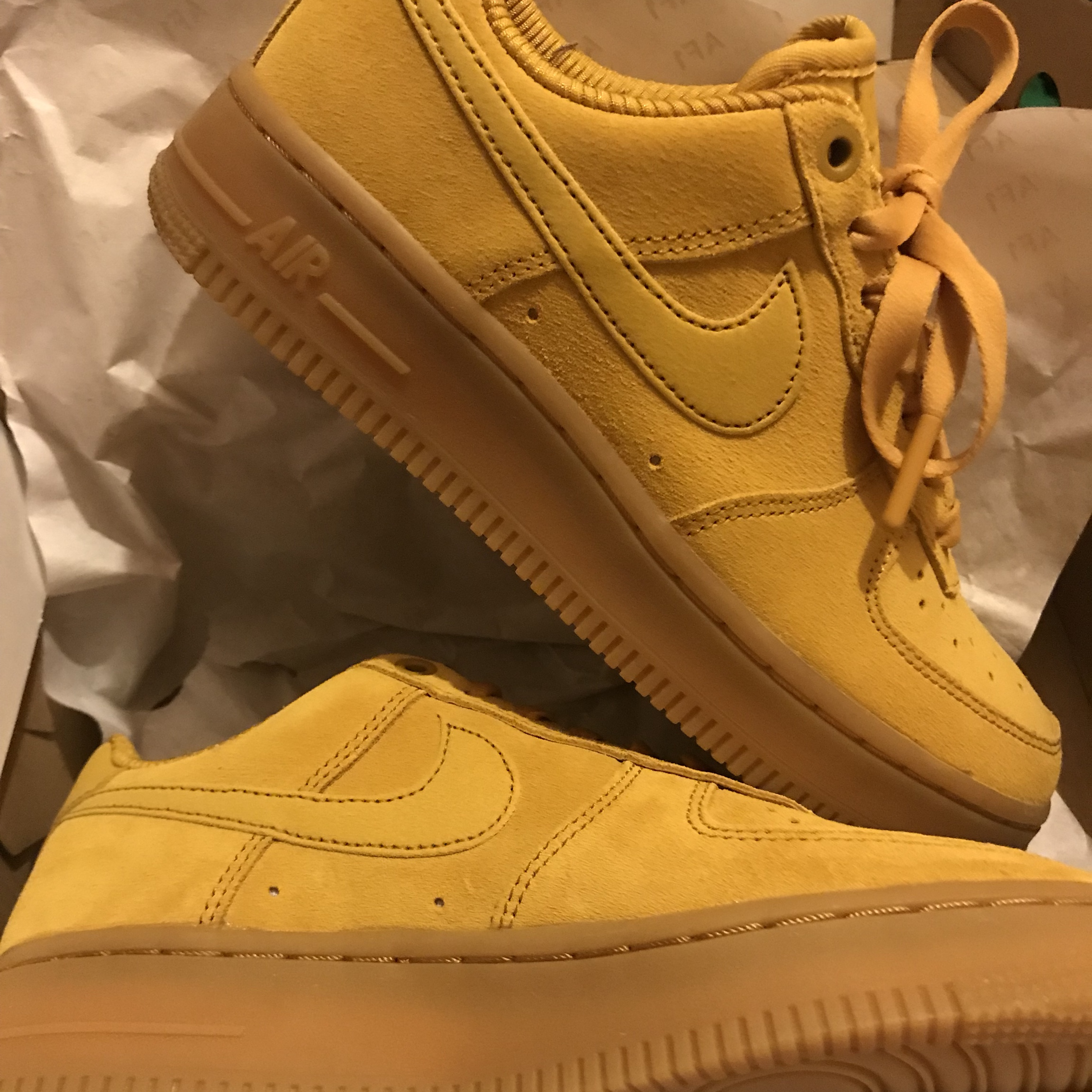 NIKE AIR FORCE 1 mustard yellow suede