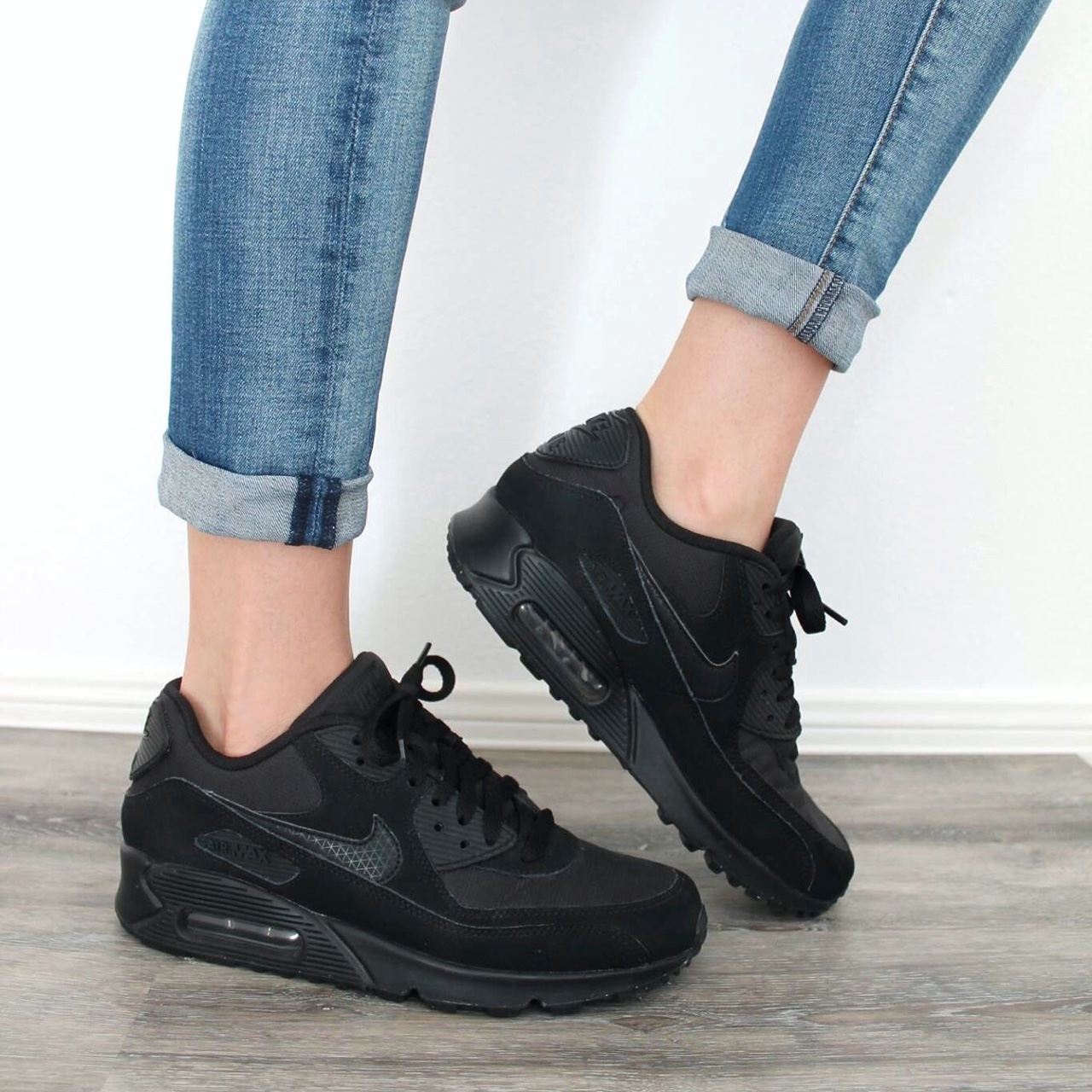 Nike Air Max 90 in all black , Size men's 7/women's...