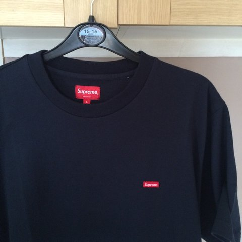 Kemka98 3 Years Ago London Uk Brand New Supreme Small Box Logo Tee Navy