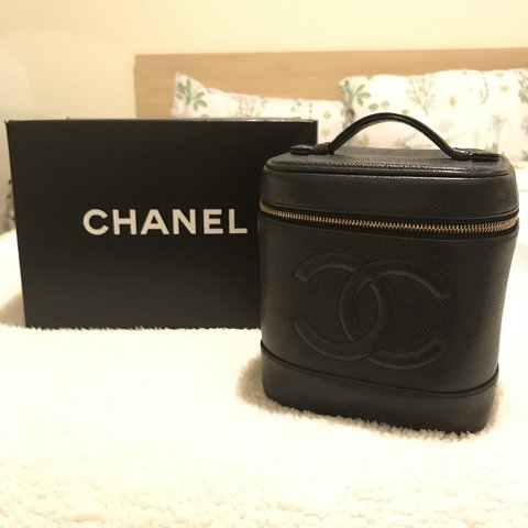 a9f7144ec8e96b @n_ocpham. last year. Dallas, United States. Vintage chanel vanity case in  black grained leather.