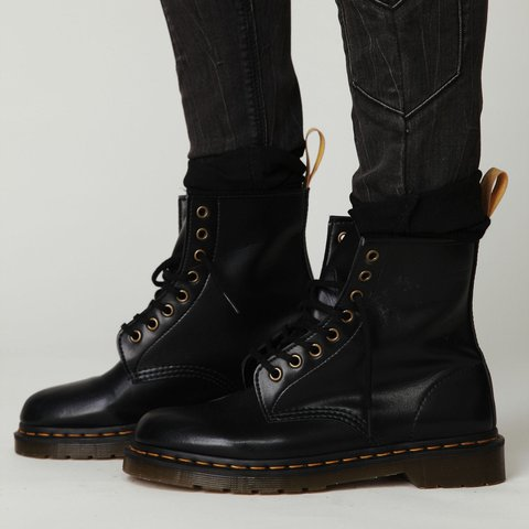 used vegan leather doc martens ▫️ the