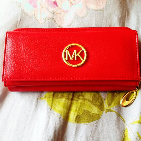 3c3007f98 @cacawhee. 4 years ago. Blackrock, Ireland. Michael Kors replica wallet.  Beautiful detailed lining.