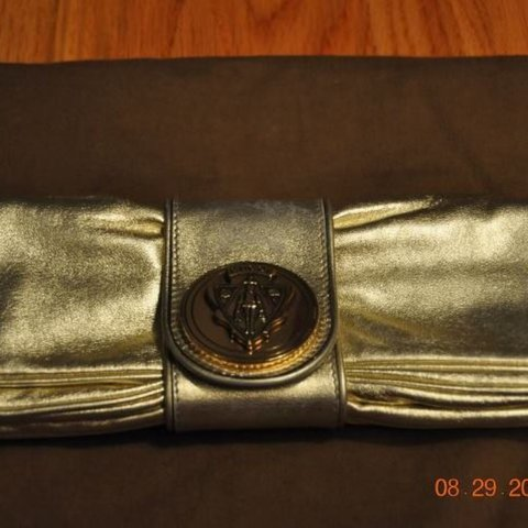 1a30daeb0d1941 Excellent pre-owned Gucci clutch. Can wear as shoulder n as - Depop