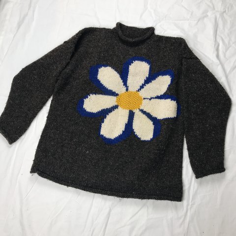 89b08316f79c Incredible Oversized 90 s Vintage Daisy Chunky Knit Jumper   - Depop