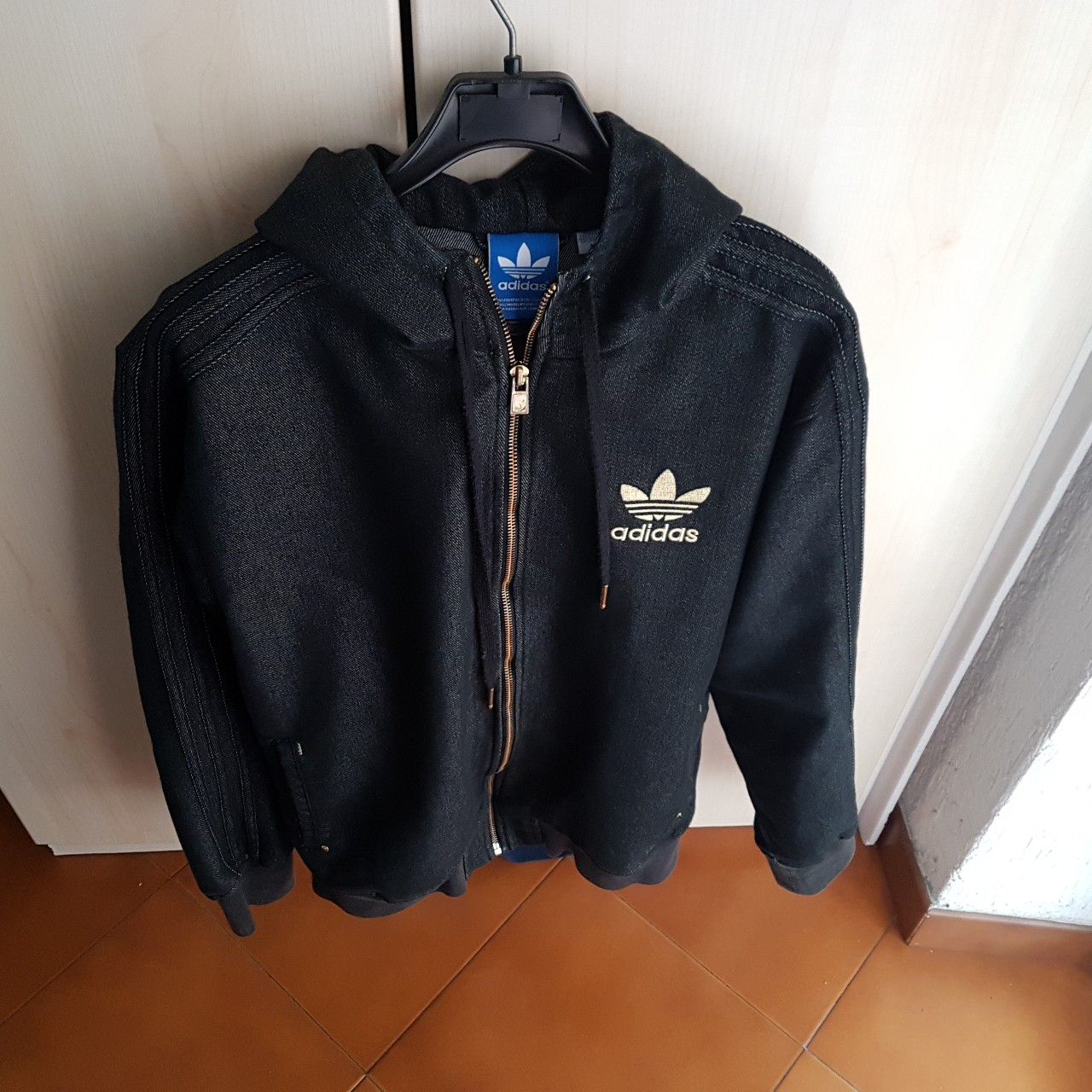 Giacca adidas jeans scuro #adidas #jeans #urban Depop