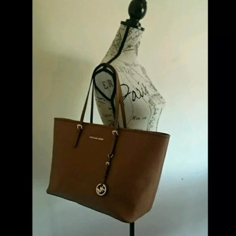 d56be3512e5a14 @daniruse_x. 3 years ago. Cuckfield, Haywards Heath, West Sussex, UK. Genuine  Michael Kors Tote in brown. Excellent condition, only used a few times.