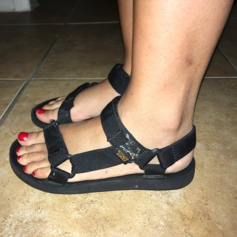 f6a59fe6f Teva black sandals like new size 6 - Depop
