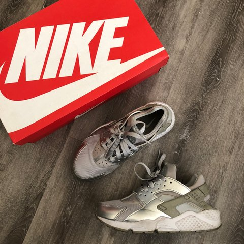 cd66518e20 @jnelv. last year. Las Vegas, United States. Nike Huaraches Women's Sneakers  // Great Condition ...