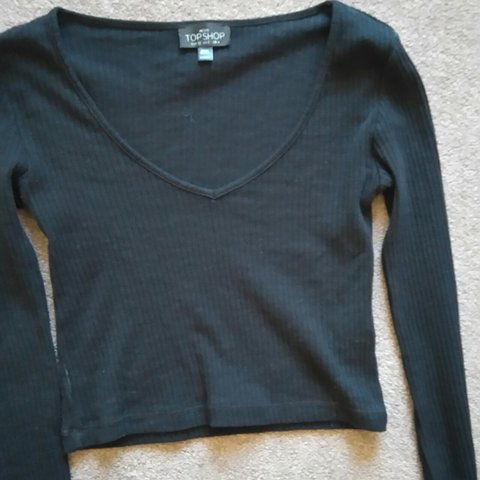 0be25c73ad5 Topshop petite ribbed long sleeve crop top great condition 4 - Depop