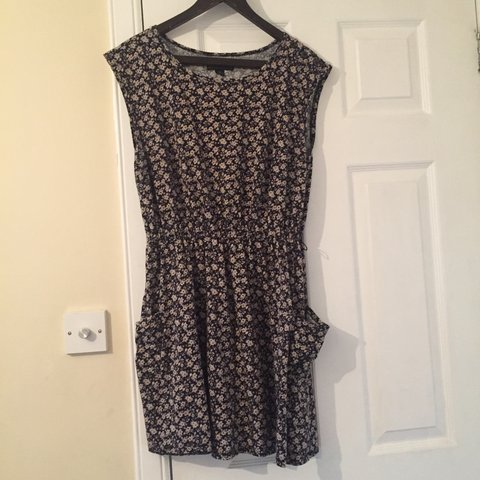 05dd69703c35 Forever 21+ dress in XL. Flower dress with pockets. Great - Depop