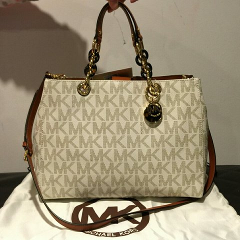 d6c91a259a9b Michael by Michael Kors Cynthia Satchel Color  cream Size  - Depop