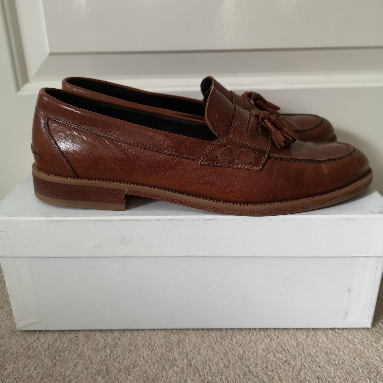 Russell and Bromley Keeble 3 tassle