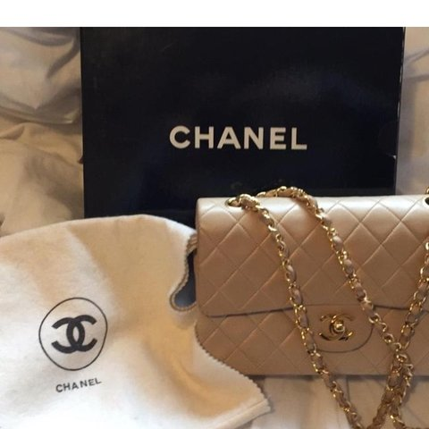 94040cbbdda805 @znhm. 2 months ago. Seattle, United States. Vintage CHANEL small classic  double flap ...