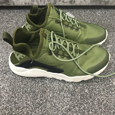 9517fe368e14 Nike sir huaraches green Used but in good condition No TIME - Depop
