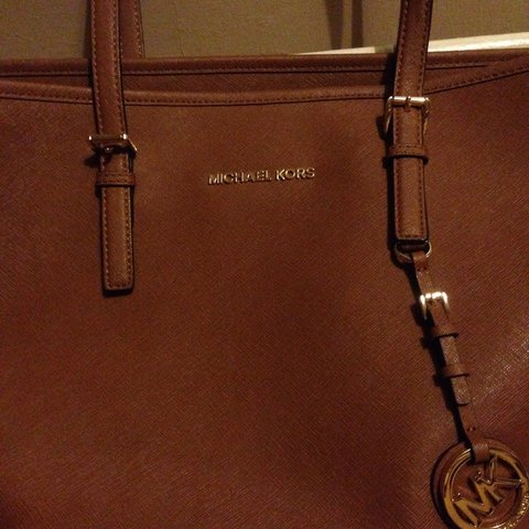 e822f90a47cb06 Genuine Michael kors jet set leather tote, comes with dust a - Depop