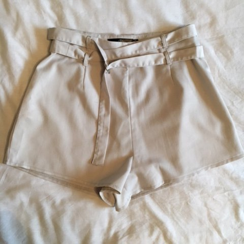 Light grey high waisted Missguided shorts with zip Depop