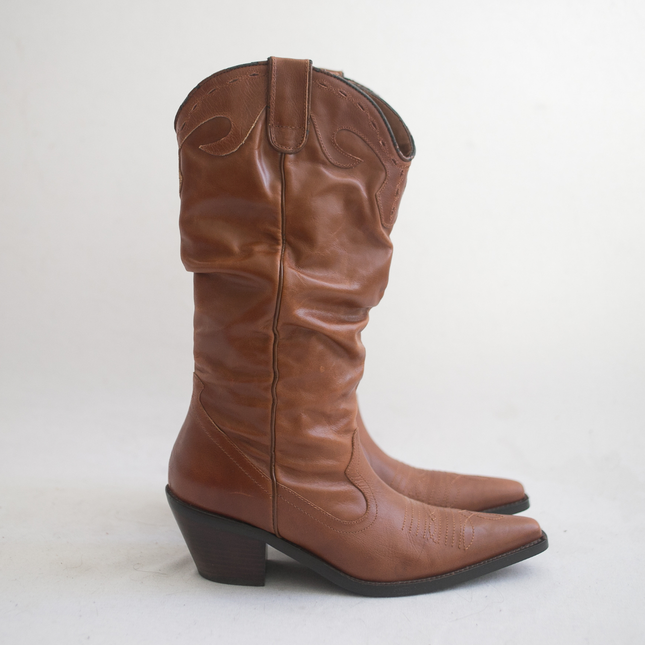 Amazing tan slouchy cowboy boots