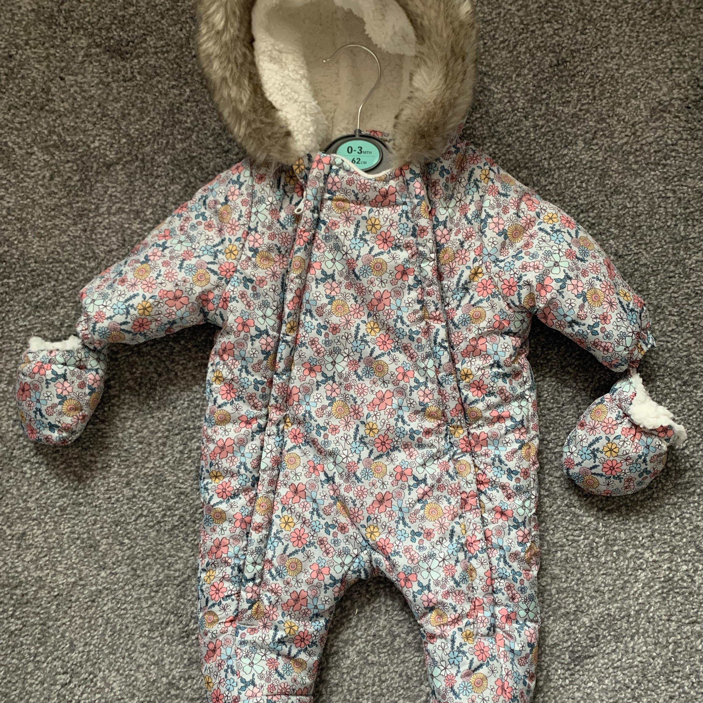 4-4 months baby girl snow suit, never worn