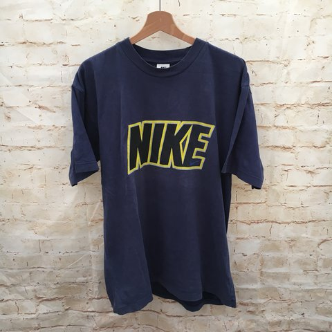 a0ac9bd5fe92a1 Men s Vintage Nike T Shirt   Size States Medium - Best Large - Depop