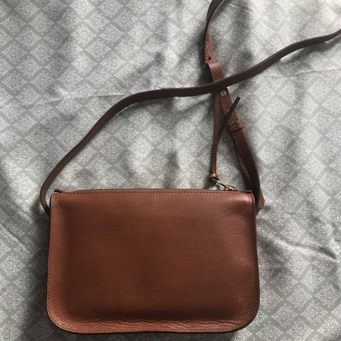 9762f8532371 madewell simple crossbody bag in the color english saddle ✨ - Depop