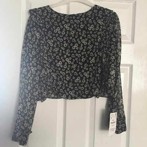 b3124542 BRAND NEW ZARA FLORAL CHIFFON DROPPED TOP THIS HAS A LOVELY - Depop