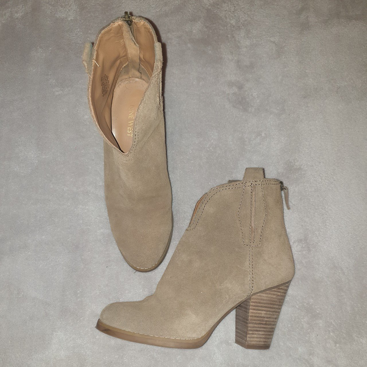 62296d73fed9 Brown suede Nine West ankle boots with small heel originally - Depop