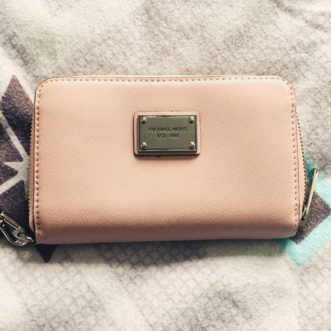c2da42004d Brand new never used; Gorgeous little Micheal Kors pale pink - Depop