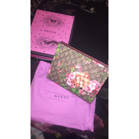 2d9c02bfc85 Gucci GG Blooms large cosmetic case 🌸