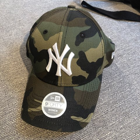 2c4d322bda4 New Era 9forty New York Yankees women s adjustable baseball - Depop
