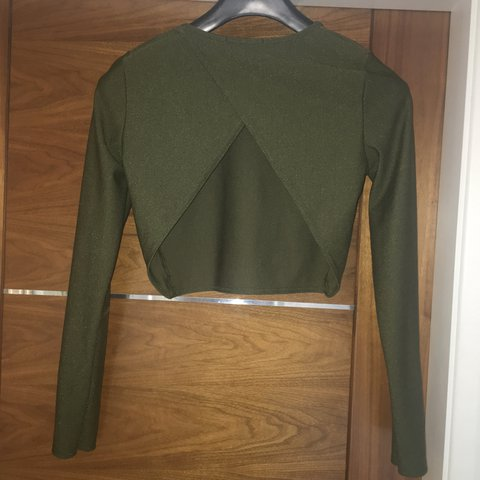 4f7c209572f8a Missguided long sleeved crop top with cut out back! Only 8 - Depop