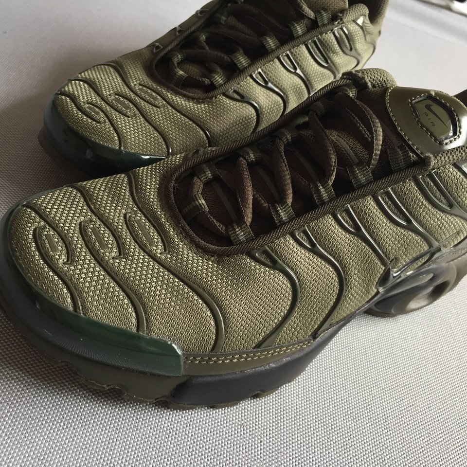 Olive green Nike tns. Mint condition