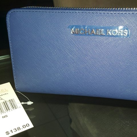 47d73acc1389aa @thebaglady. 3 years ago. St Albans, United Kingdom. Michael Kors Blue Jet  Set ...