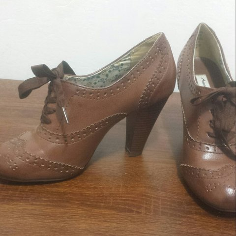 4384922e6 American Eagle Brown oxford heels in size 5.5 but fits 6! a - Depop
