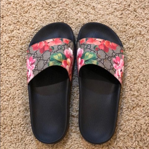 0052757cee0e PRICE LOWERED. Gucci Bloom Supreme slides. Authentic. Has - Depop