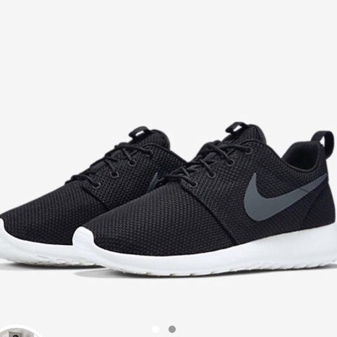 f34ad36fe809 Nike roshe runs size 4 in really good condition work a of - - Depop