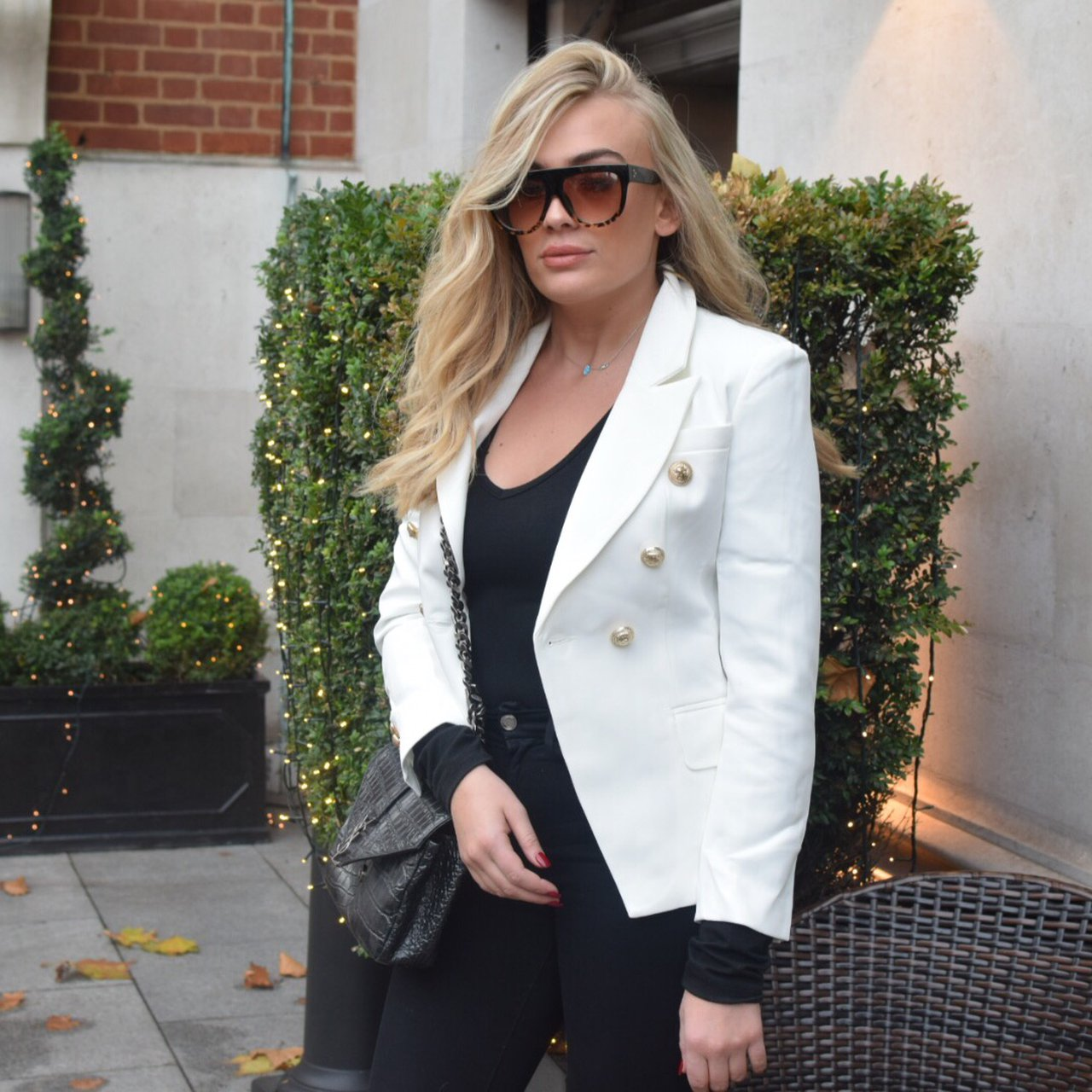 cdc06e96 @vintagekoeasi. 2 months ago. London, United Kingdom. Lovely white balmain  style fitted blazer. 75% silk.