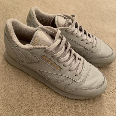 ea20ca8a6ac38 Grey and gold reebok trainers! Size 5